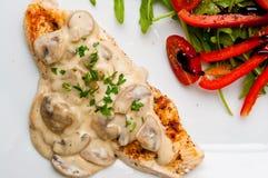 Faixa do peito de frango com cogumelos Imagens de Stock Royalty Free