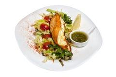 Faixa dos peixes com salada Imagem de Stock
