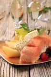 Faixa e batatas Salmon imagem de stock royalty free