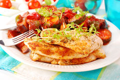 Faixa e ratatouille grelhados da galinha Foto de Stock