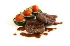 Faixa grelhada da carne com vegetais Imagens de Stock