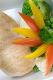 Faixa grelhada do atum com vegetais Fotos de Stock