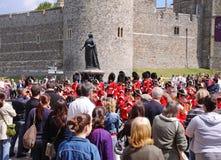 Faixa militar de marcha por Windsor Castelo imagem de stock royalty free