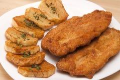 Faixa panada da galinha com batatas Fotos de Stock Royalty Free
