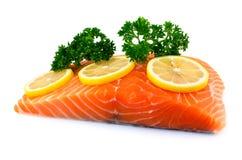 Faixa Salmon com limão e salsa Foto de Stock Royalty Free