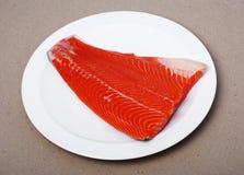 Faixa Salmon em uma placa Fotos de Stock Royalty Free