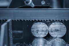 A faixa viu as hastes de metais cruas do corte de m?quina imagens de stock royalty free