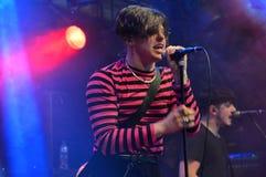 Faixa Yungblud do punk rock em Dauwpop Hellendoorn Imagem de Stock Royalty Free