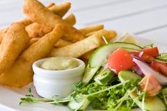 Faixas da salada e das pescadas fotografia de stock royalty free