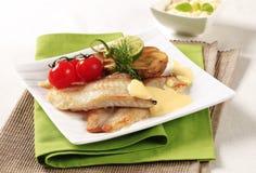 Faixas de peixes fritadas bandeja Fotografia de Stock