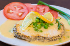 Faixas e vegetais fritados de bacalhau Fotografia de Stock