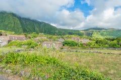 Fajã som är stor på ön av Flores i Azoresna, Portugal Arkivfoto