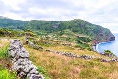 Fajã som är stor på ön av Flores i Azoresna, Portugal Royaltyfri Foto
