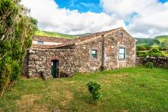 Fajã som är stor på ön av Flores i Azoresna, Portugal Royaltyfria Bilder