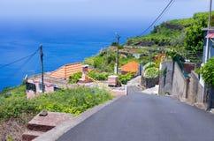 Faja da Ovelha -峭壁的村庄,马德拉岛,葡萄牙 库存照片