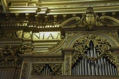Fajczany organ wśrodku kościół w Rzym fotografia royalty free