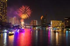 Fajerwerk przy Chao Phraya rzeką w odliczanie świętowania przyjęciu 2016 Obraz Stock