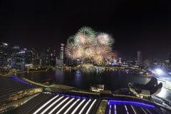 Fajerwerk przy Marina zatoką na Singapur święcie państwowym 2015 SG50 Obraz Royalty Free