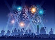 Fajerwerki ilustracyjni nad miastem przy noc Fotografia Royalty Free