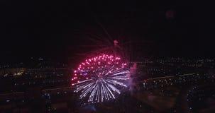 Fajerwerki latają noc 4k zdjęcie wideo