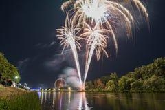 Fajerwerki Maidult z Ferris toczą wewnątrz Regensburg, Niemcy fotografia stock