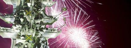 Fajerwerki nad Piter pragnienie zabytek, Moskow, Rosja przy nocą Fotografia Stock
