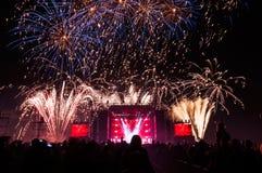 Fajerwerki nad scena podczas koncerta Zdjęcie Stock