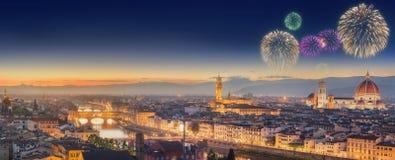 Fajerwerki pod Arno rzeką Vecchio i Ponte Fotografia Royalty Free