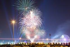 Fajerwerki przy Dubaj globalną wioską Obrazy Royalty Free