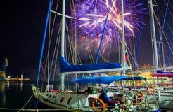 Fajerwerki przy nocą salut zwycięstwo dzień przy głównym quayside w Yalta, na seashore Crimea zdjęcia royalty free