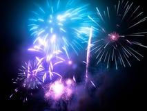 fajerwerki w jakaś Europejskim mieście przy nowy rok wigilią Fotografia Royalty Free
