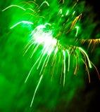 Fajerwerki w niebie wybuchają w czerń Obraz Stock