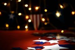 Fajerwerki wystawiają świętują dzień niepodległości Stany Zjednoczone Ameryka naród na czwarty Lipiec z my chorągwiani, obrazy royalty free