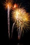 fajerwerku nocnego nieba smugi Zdjęcie Royalty Free