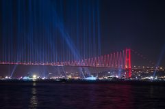 Fajerwerku przedstawienie w Istanbuł Bosphorus indyk obraz stock