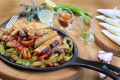 Fajitas και λαχανικά περικοπών στηθών κοτόπουλου Στοκ φωτογραφία με δικαίωμα ελεύθερης χρήσης