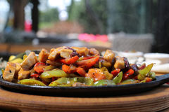 Fajitas και λαχανικά περικοπών στηθών κοτόπουλου Στοκ εικόνα με δικαίωμα ελεύθερης χρήσης