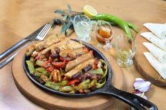 Fajitas και λαχανικά περικοπών στηθών κοτόπουλου Στοκ Εικόνες