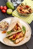 Fajitas faits maison de poulet avec des légumes Photographie stock libre de droits