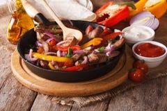 Fajitas mexicanos e close-up dos ingredientes, horizontal Fotos de Stock