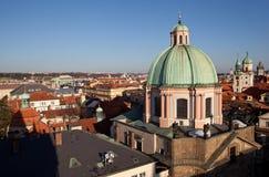 Faktiskt turnera av Prague med det gamla stadbrotornet för republiktown för cesky tjeckisk krumlov medeltida gammal sikt Fotografering för Bildbyråer