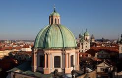 Faktiskt turnera av Prague med det gamla stadbrotornet för republiktown för cesky tjeckisk krumlov medeltida gammal sikt Arkivbilder
