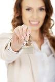 faktorska tła nieruchomości ostrość daje wręczający dom odizolowywał klucze nowych nad właściciela istnym pośrednik handlu nieruc Obrazy Stock