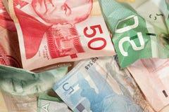 fakturerar den kanadensiska closeupen crinkled dollaren Arkivbild
