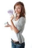fakturerar euros som rymmer den model kvinnan för huset Royaltyfria Foton