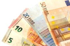 Fakturerar nominellt värde av fem euro EUR 5, tio euro EUR 10, tjugo euro EUR 20 och femtio euro EUR 50 Arkivbild