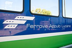 FAL, Ferrovie Appulo Lucane, red ferroviaria italiana, trenes que conectan Bari, Puglia a Matera, Basilicata imagen de archivo libre de regalías