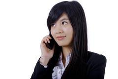 Fala de sorriso do telefone da mulher de negócio fotos de stock