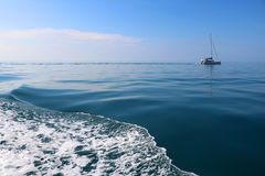 Fala żeglowanie i morze Zdjęcia Royalty Free