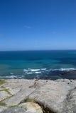 Fala i duży biały ocean w Tangier kamieni i błękitnego, Obraz Stock